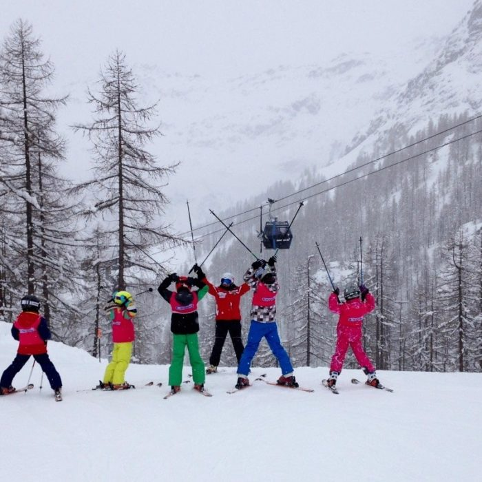 Esprit | Esprit Improvers enjoying their afternoon ski together