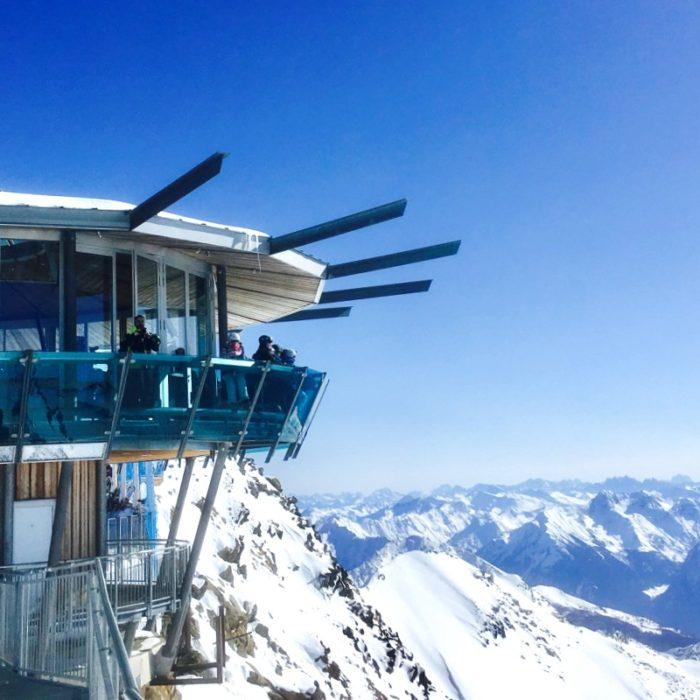 Esprit   The panoramic platform and a summit bar - Top Mountain Star