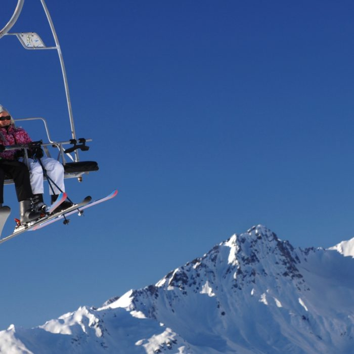 Esprit   A chairlift in Les Arcs with skiers on