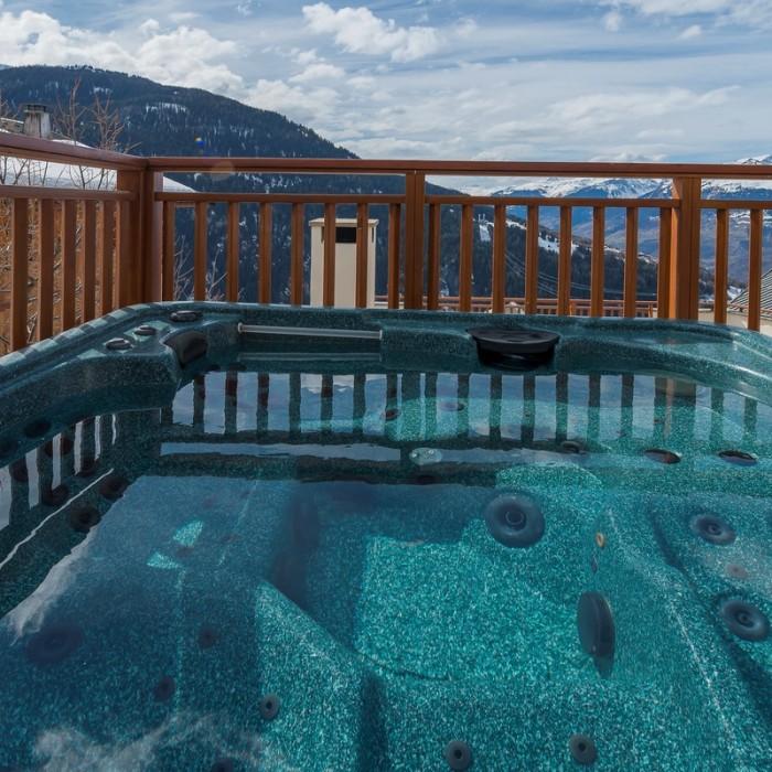 Esprit | Chalet Hermine outside hot-tub
