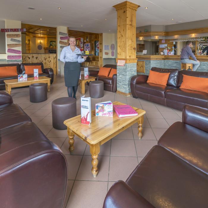 Esprit Ski | Lounge area of the Chalet Hotel Mariandre, Alp d'Huez