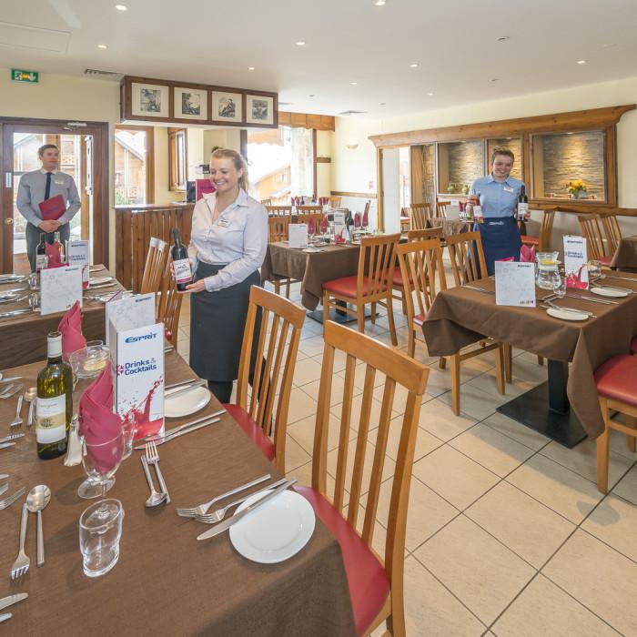 Esprit Ski | Dining room of the Chalet Hotel Mariandre, Alp d'Huez