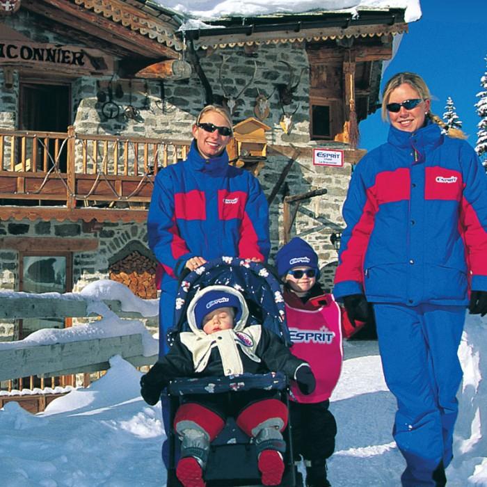 Esprit | Esprit staff and children outside the Chalet Le Braconnier