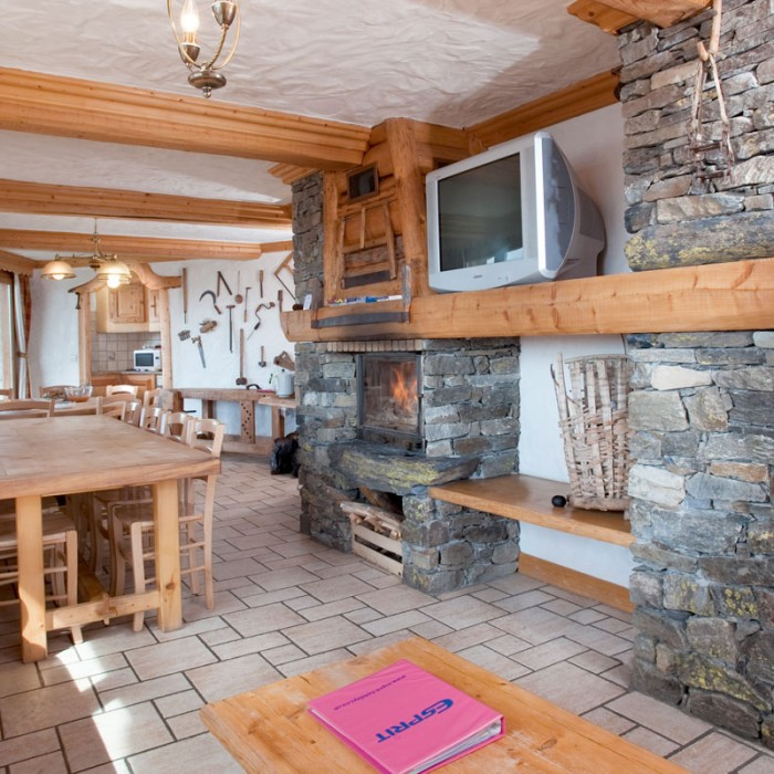 Esprit | Dining area of the Chalet Le Braconnier