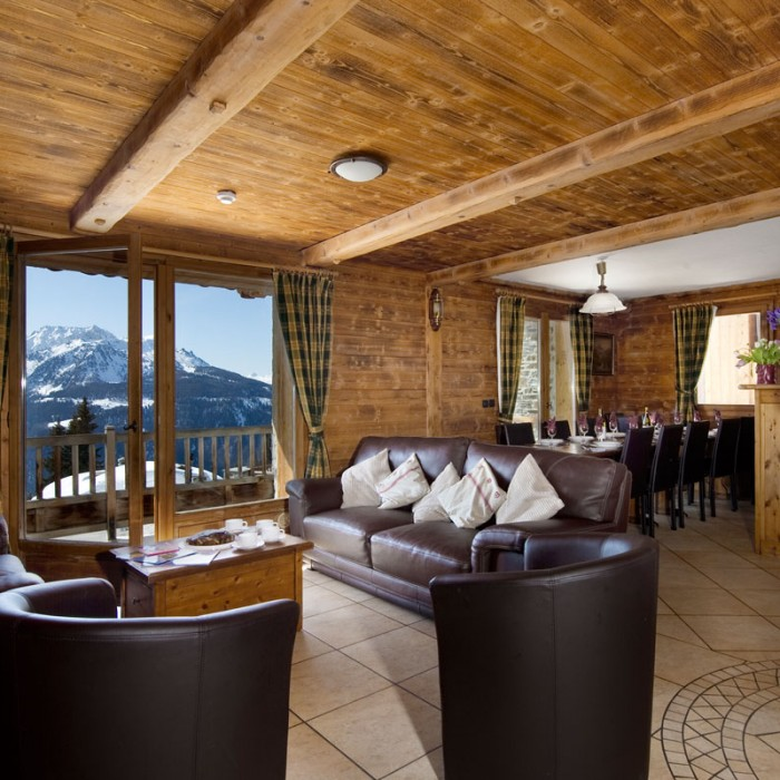 Esprit | Lounge and dining areas in the Chalet Begonia