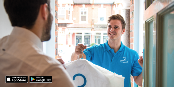 Esprit | Laundrapp employee delivering laundry to a customer
