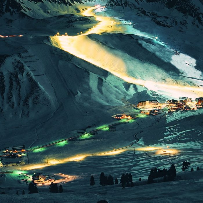 Esprit | A lit up piste in Kuhtai