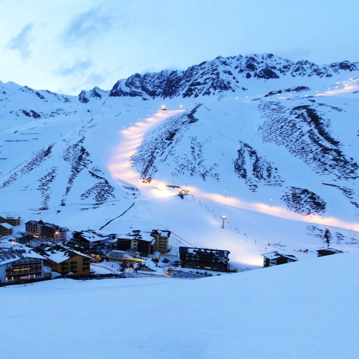 Esprit | Kuhtai at night with the piste lit up